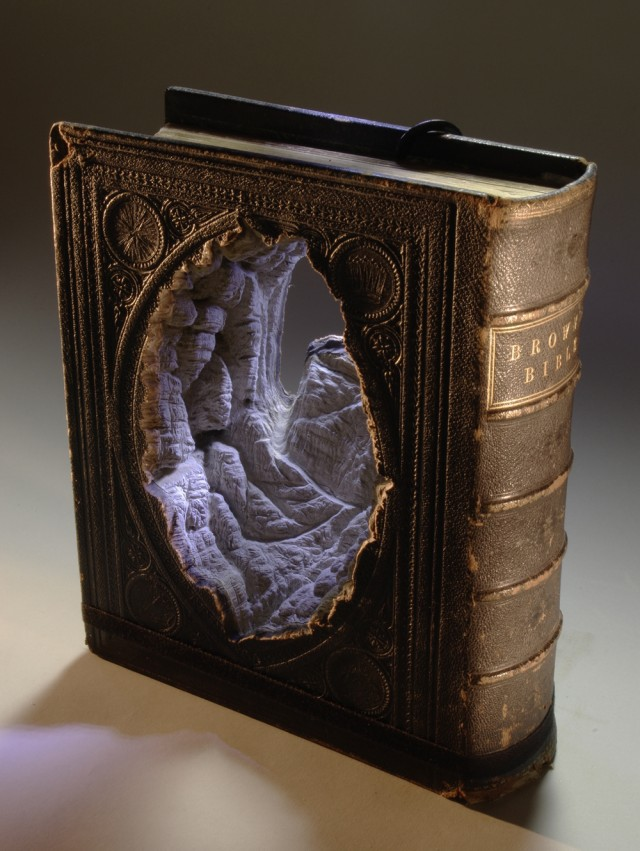 Book-sculpture-Guy-Laramie
