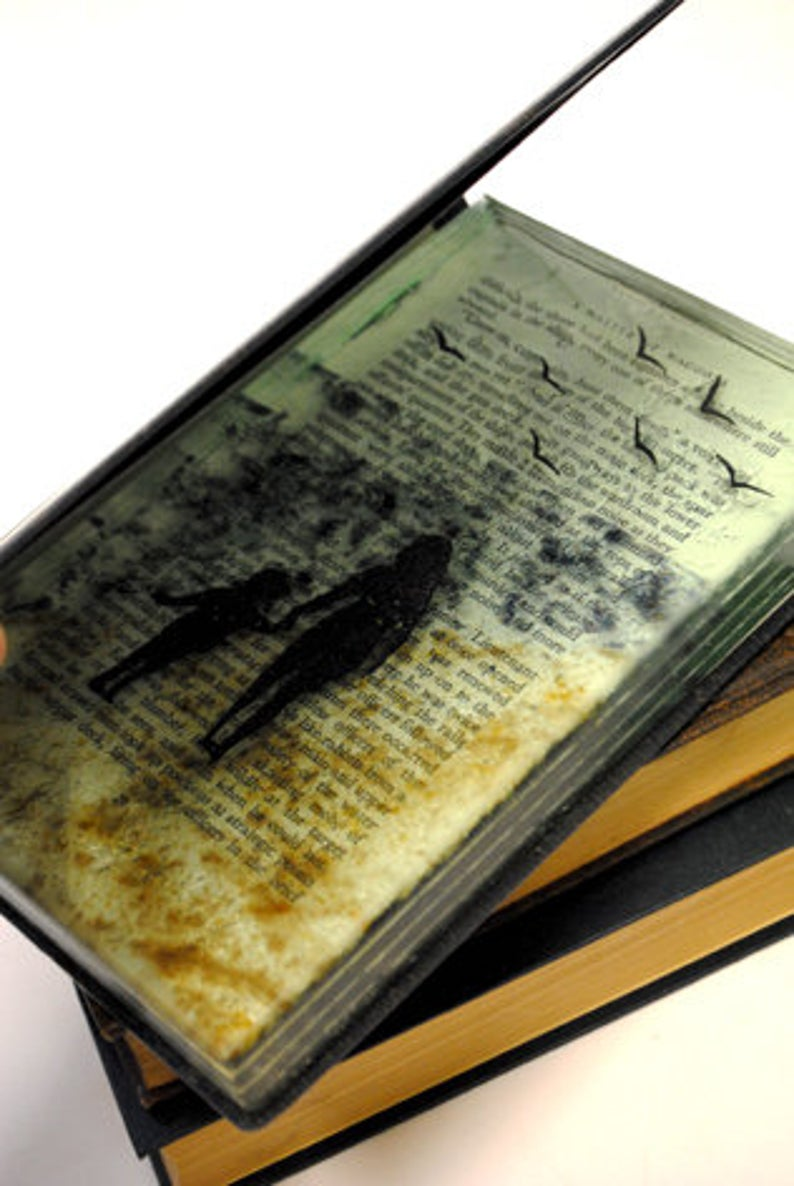 Fused_glass-book-sculpture-by-AlexBlakeyDesign